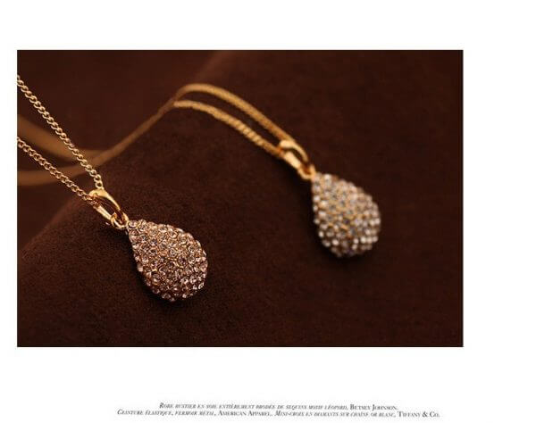 Water droplets studded short clavicle Necklace