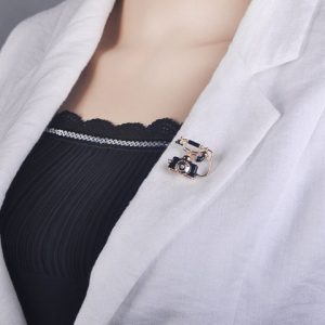 Brooch Antique Landline Wired Telephone Shape Brooches for Women
